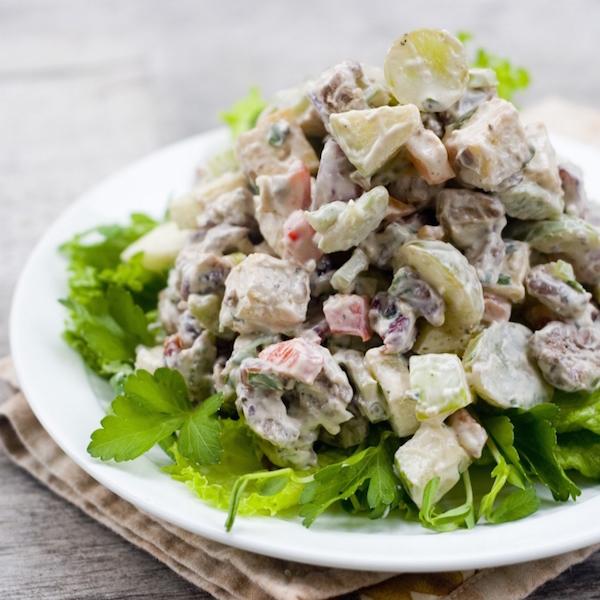 Салат из копченой куриной грудки и кукурузы