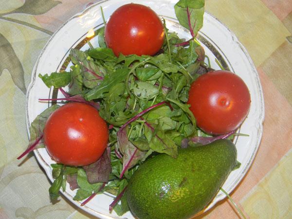 Необходимые ингредиенты для салата с авокадо