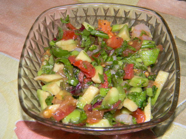 Первый вариант салата с авокадо