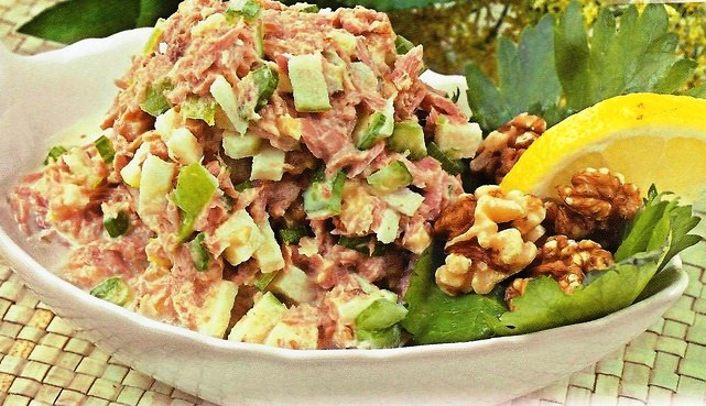 Салат из тунца с яйцом
