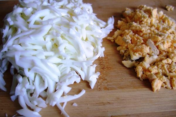 Салат с колбасным сыром