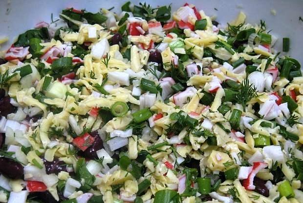 салат с консервированной красной фасолью