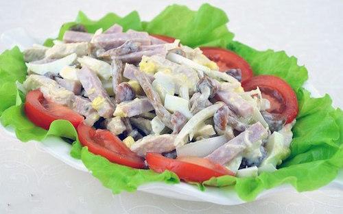 Мясной салат с опятами