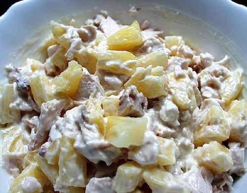 Салат из курицы грибов сыра и ананасов
