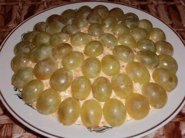 Половинки_винограда_для_фото_рецепта_салата_тиффани_Polovinki_vinograda_dlja_foto_recepta_salata_tiffani