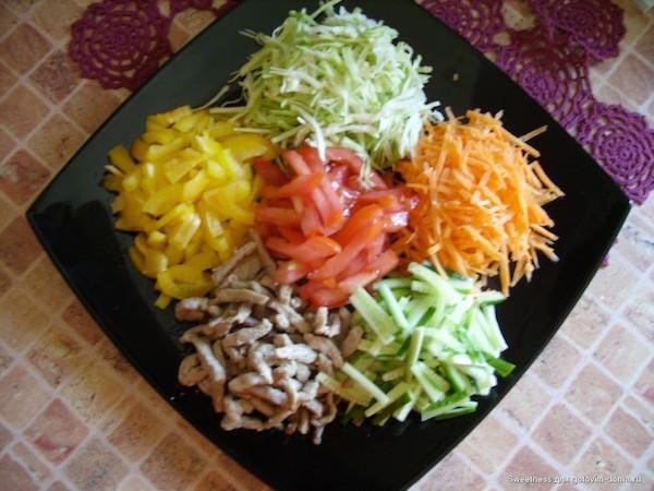 Мясной салат калейдоскоп