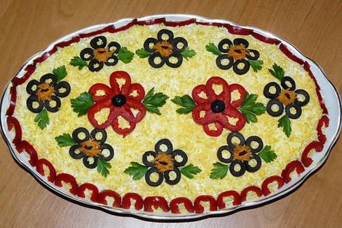 Салат_цветы_из_перца_и_маслин_Salat_cvety_iz_perca_i_maslin