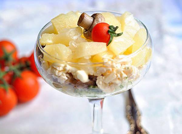 Салат из_шампиньонов с ананасами