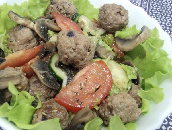 Salat_s_gribami_i_teftelkami