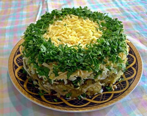 Украшение_салата_яйцами_и_зеленью_Ukrashenie_salata_jajcami_i_zelenju