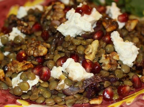 Салат из чечевицы с сыром и грецкими орехами