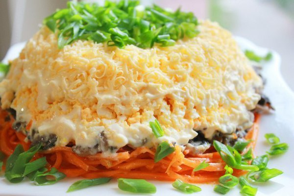 салаты с корейской морковью и курицей и грибами рецепты с фото
