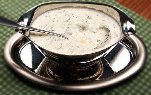 молочный соус с зеленью