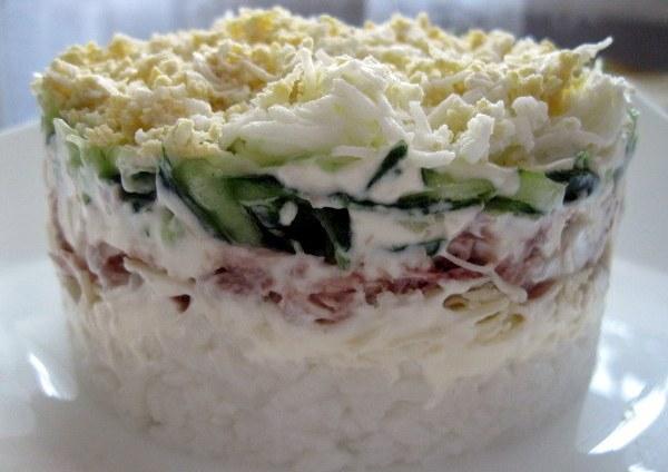 Рыьный салат с рисом