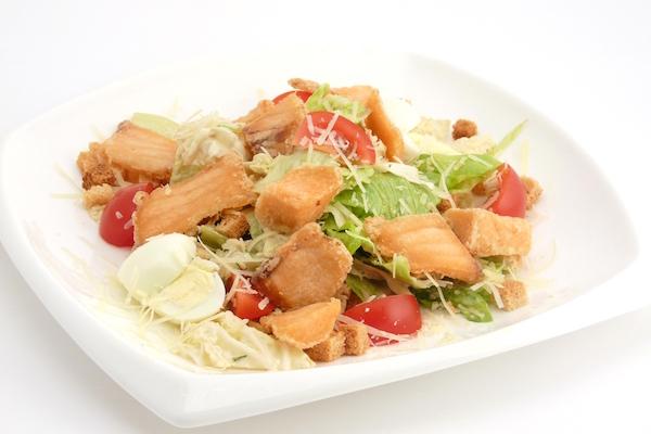 рецепт салата цезарь с креветками и семгой