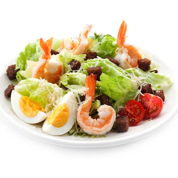 салат цезарь креветками