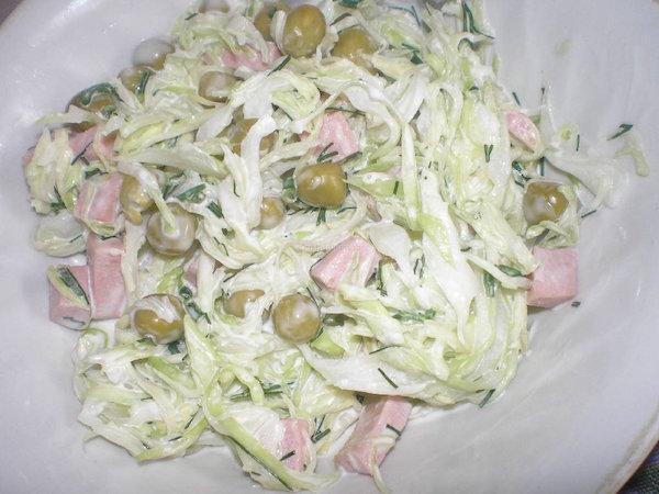 Как приготовить салат из капусты и колбасы фото