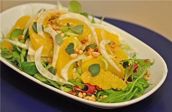 салат тропический с орешками
