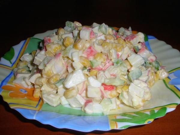 Салат из крабовых палочек рецепт с кукурузой и капустой рецепт пошагово