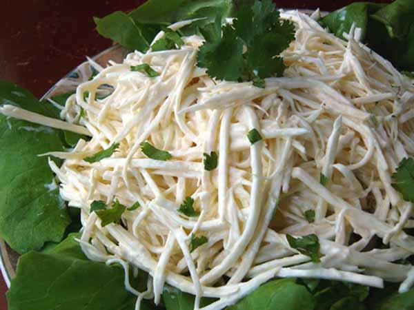 Салат из корня сельдерея с копченым палтусом, пошаговый рецепт с фото