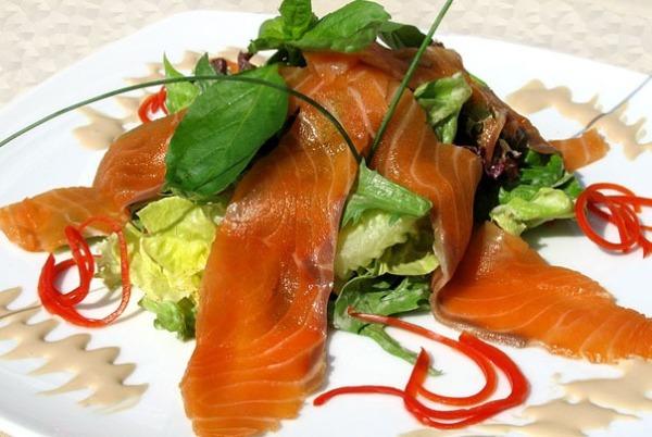 Салат из семги и сельдерея