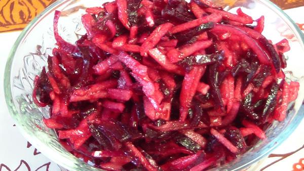 Салат из свёклы с яблоками