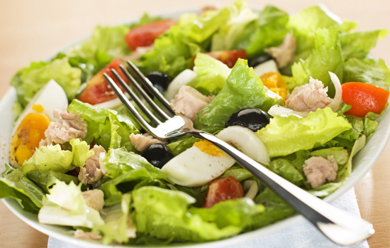 Салат нисуаз с соленым огурцом