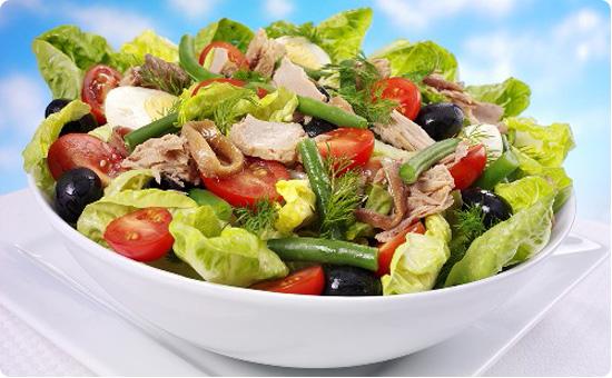 Салат с курцей орехами кедровыми