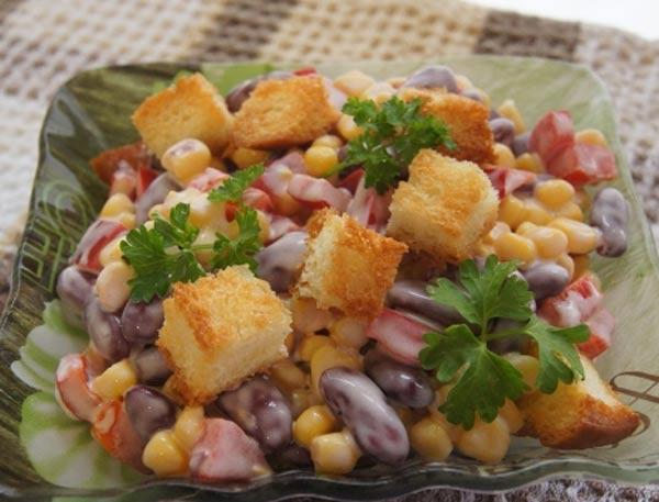 129Салат с сухариками красной фасолью кукурузой и сухариками рецепт
