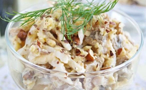Салат с кальмарами и грибами с фото