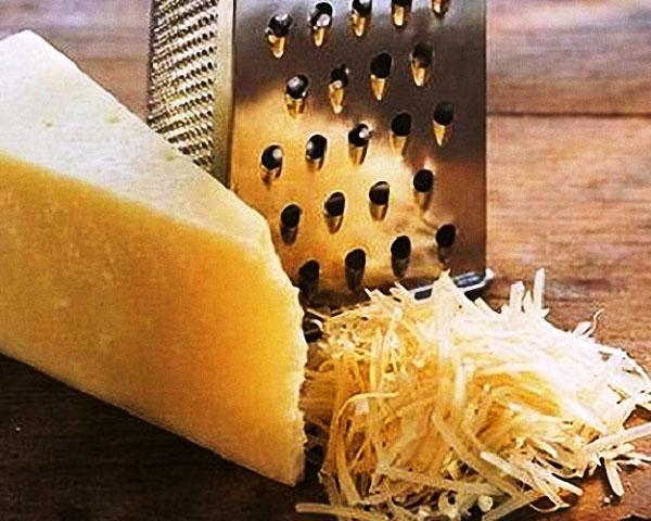 твердый сыр для салата с сухариками и курицей