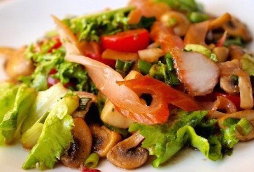 Салат с маринованными: шампиньонами