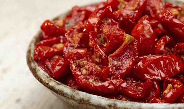 Салат из вывяленных помидоров