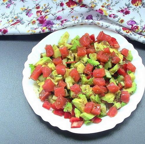 Легкий салатик с овощами и рыбкой