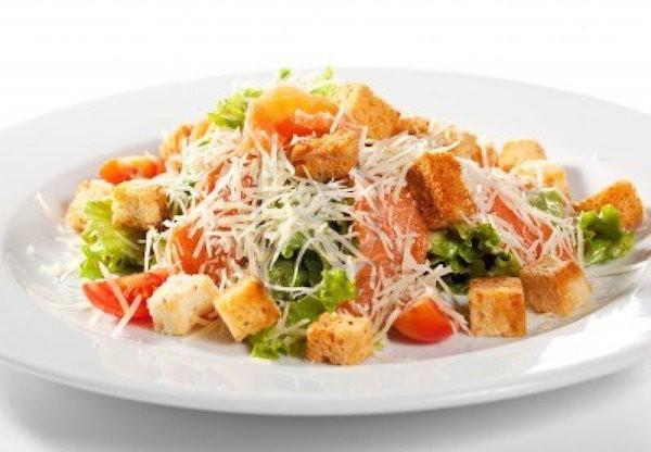 Сытный салат с курицей