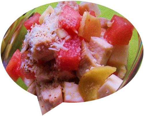 Салат из курицы с арбузом и сыром