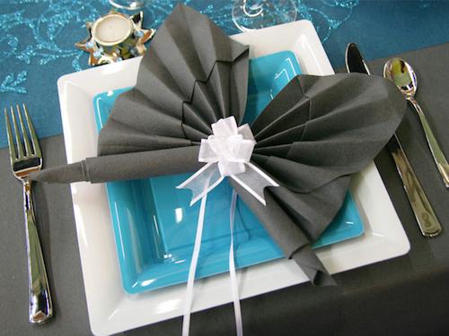 сервировка стола бумажными салфетками